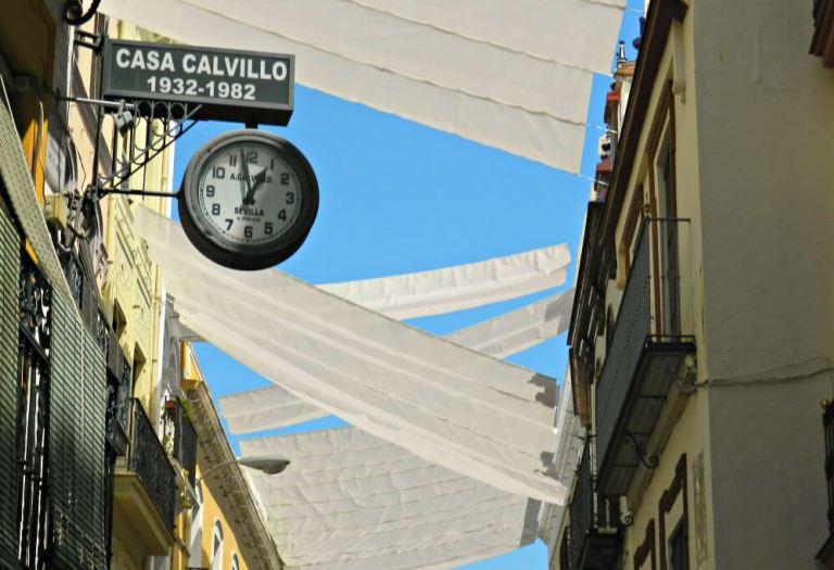 Toldos y rebajas en Sevilla en verano
