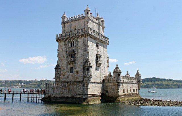Torre de Belém rodeada de agua