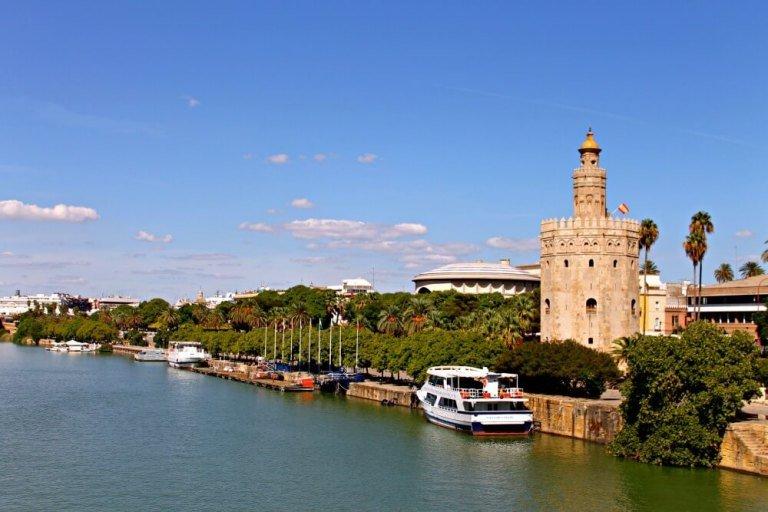 Torre del Oro y barquitos en el río Guadalquivir