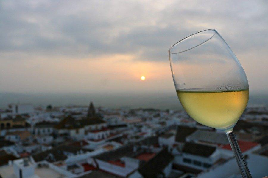 Un vino al atardecer en La Vista de Medina Sidonia
