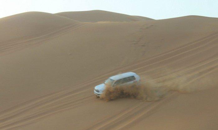 4x4 bajando la duna del desierto