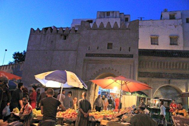 Mercado de una de las puertas de Tetuán