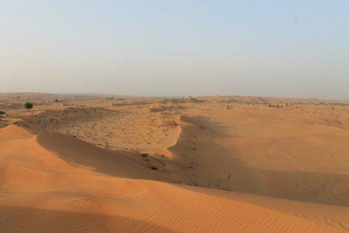 Safari por el desierto de Dubái entre dunas