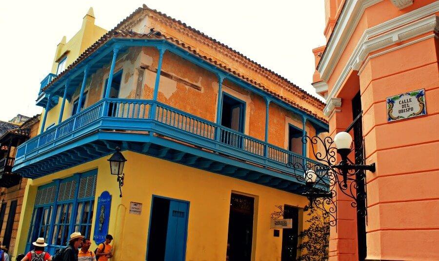 Calle del Obispo en La Habana - Cuba colonial