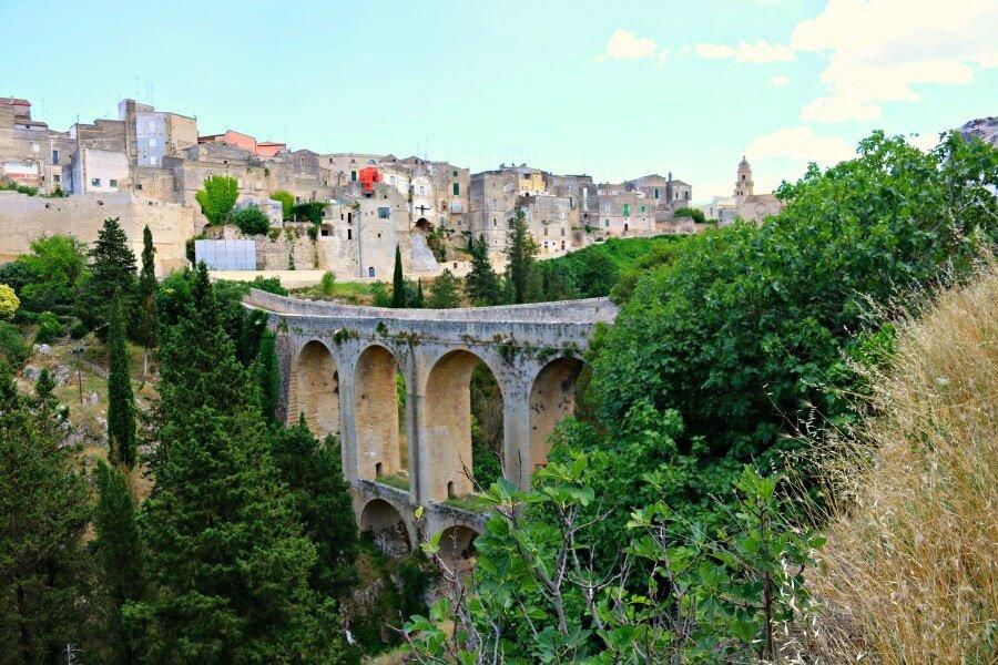El acueducto de Gravina in Puglia, sur de Italia