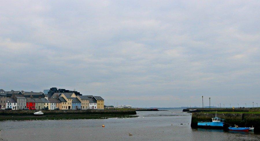 El barrio de Claddagh en Galway - Irlanda en coche