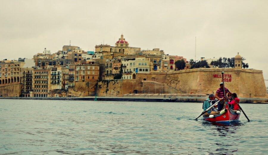 Cruzar en barca góndola a las Tres Ciudades desde La Valleta