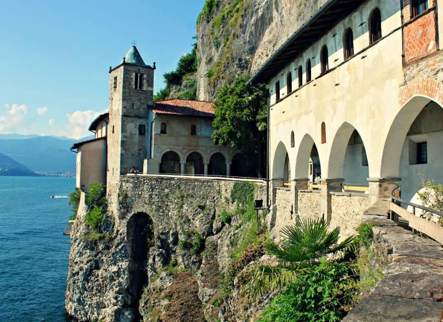Ermita de Santa Caterina del Sasso en el Lago Mayor