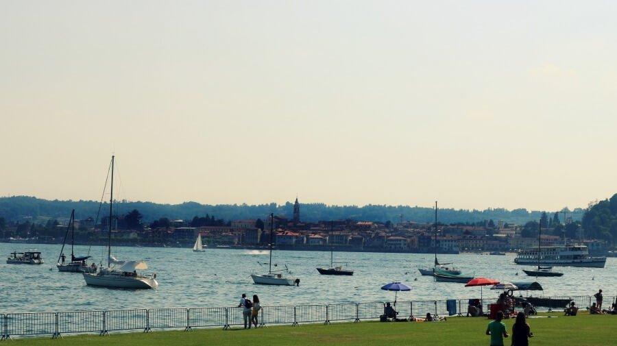 Vistas de Arona y el Lago Maggiore desde Angera
