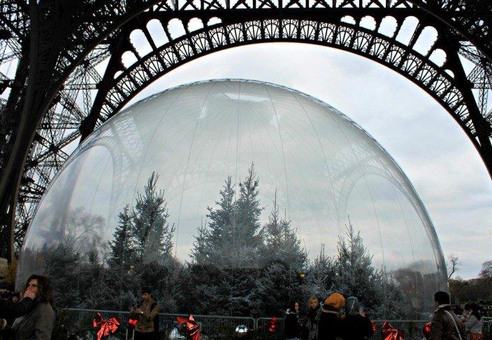 Árboles de navidad en la Torre Eiffel