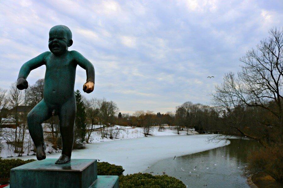 El niño llorón del Parque Vigeland de Oslo