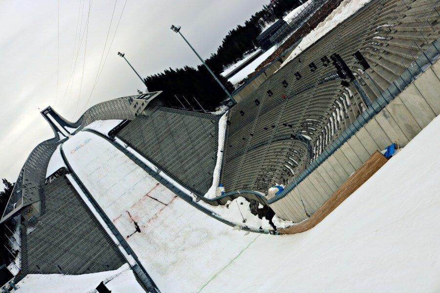 El salto de esquí de Oslo (Noruega)
