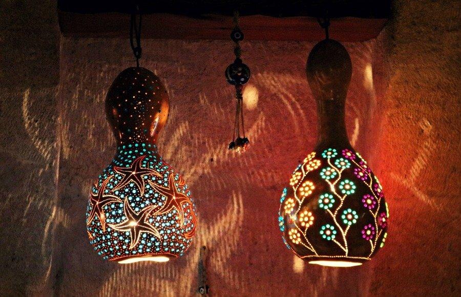 Lámparas de calabaza en el restaurante Pumpkin de Göreme