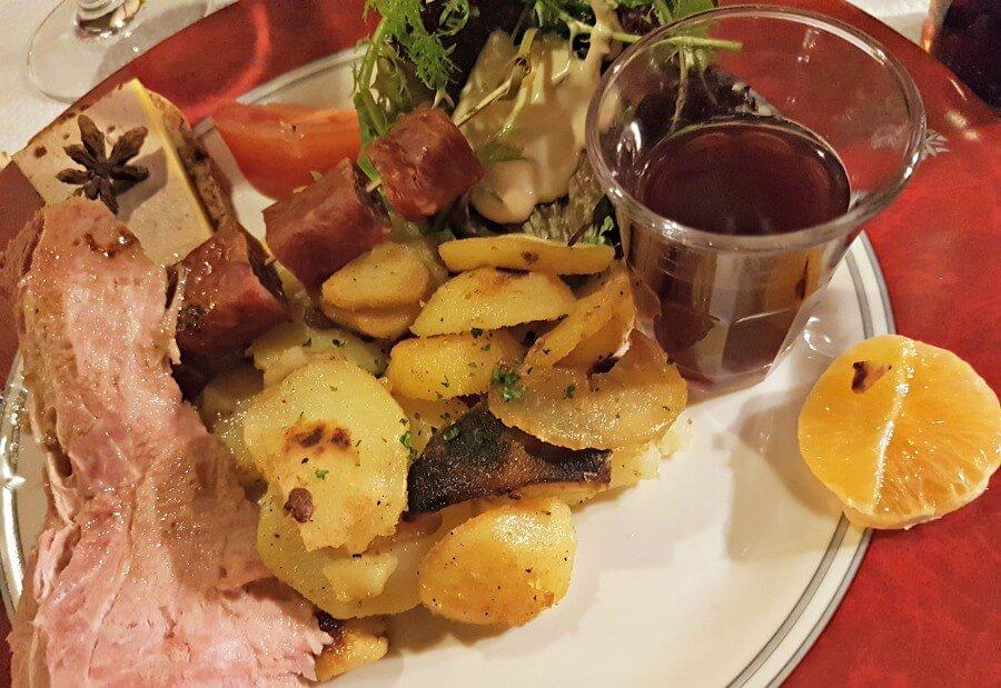 Plato típico de la gastronomía alsaciana en Colmar