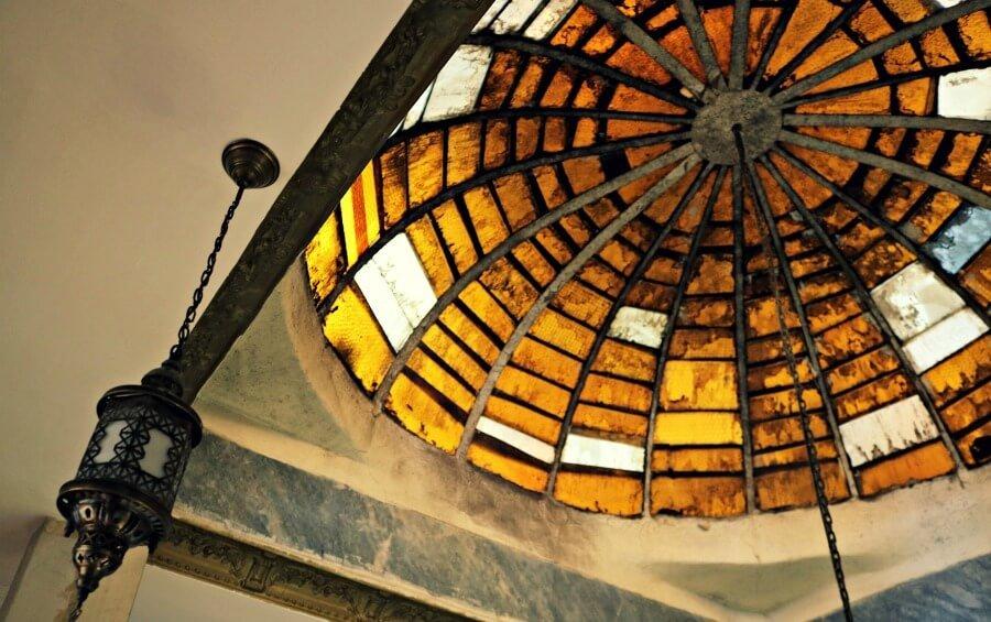 Techo en bóveda del hammam en Estambul, experiencia que merece la pena