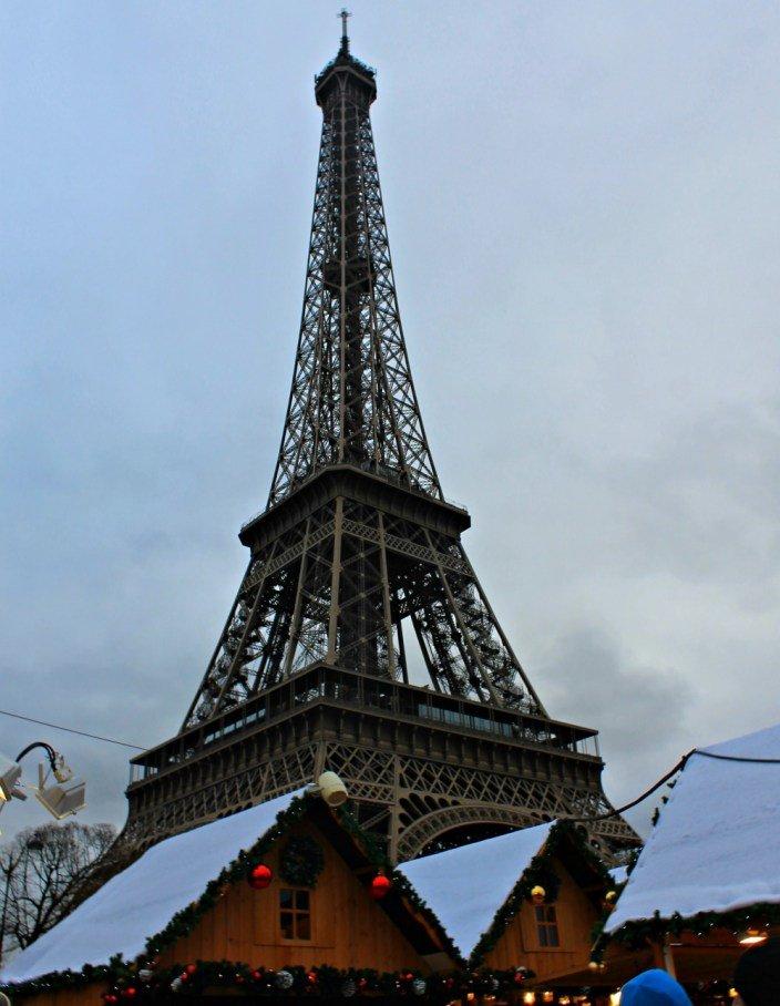 Torre Eiffel y mercadillo navideño