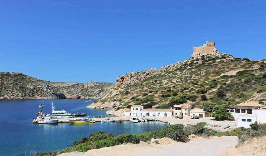 El Puerto y el Castillo de la Isla Cabrera