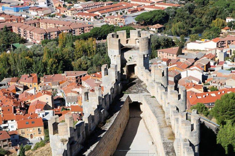 El Castillo de Peñafiel tiene forma de navío