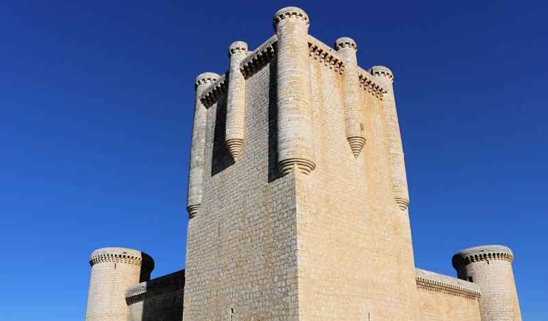 Ruta para recorrer los castillos de Valladolid, Torrelobatón