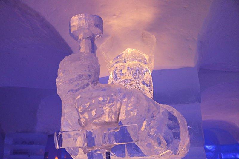 Thor en el hotel de hielo de Noruega