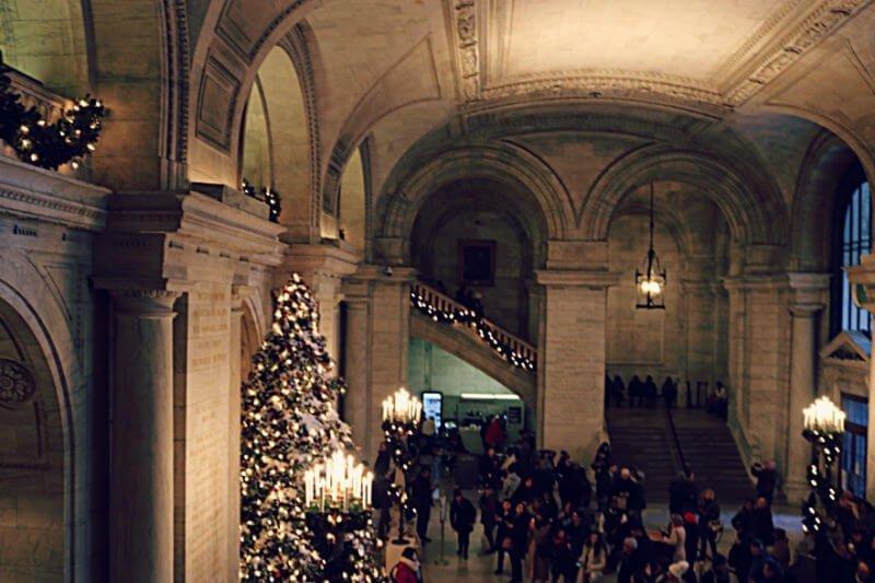 Árbol de Navidad en la Biblioteca de Nueva York