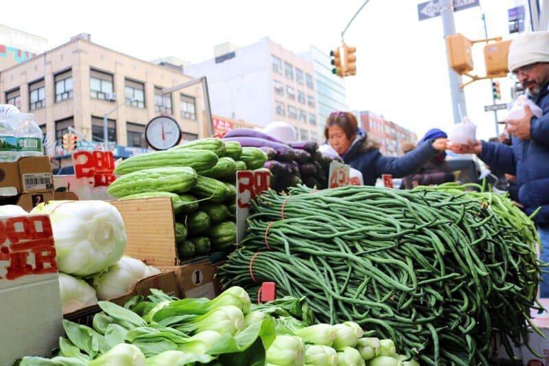 Puesto de verduras en Chinatown en Nueva York