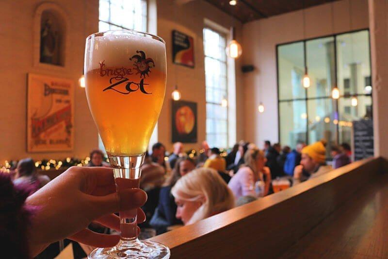 Beber cerveza en Brujas - Brugge Zot