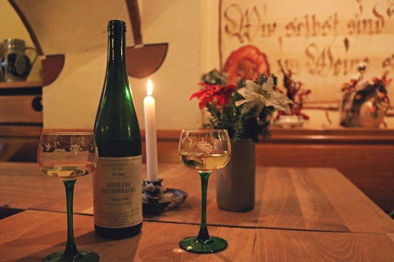 Beber vino blanco en Cochem, el Mosela