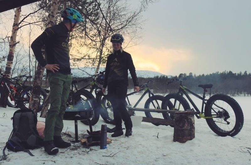 Montar en fat bike, la bici de nieve en la Noruega Ártica