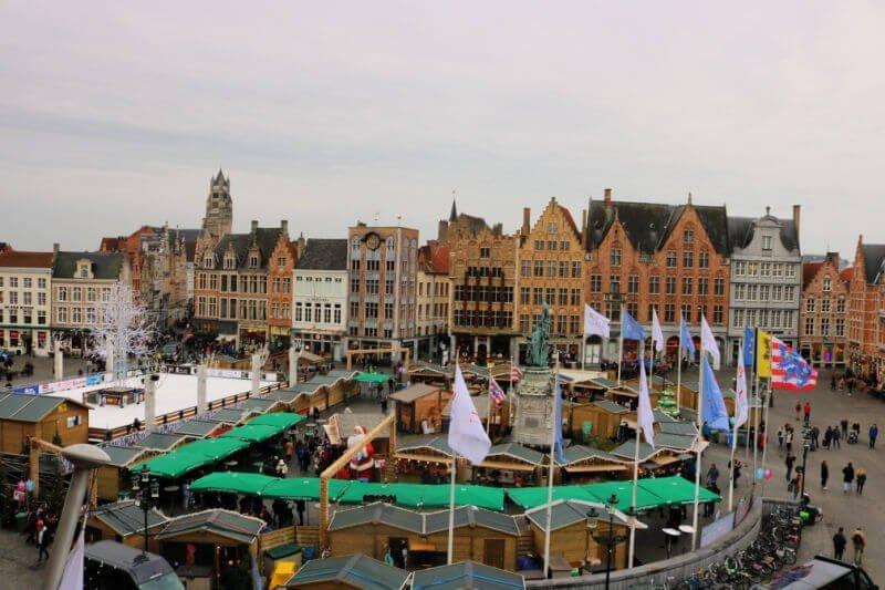 Plaza del Mercado de Brujas desde el historium