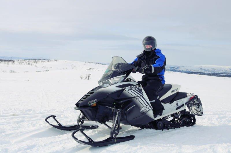 Qué hacer en la Laponia noruega - Montar en moto de nieve