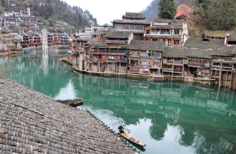 Pagoda y río Tuo