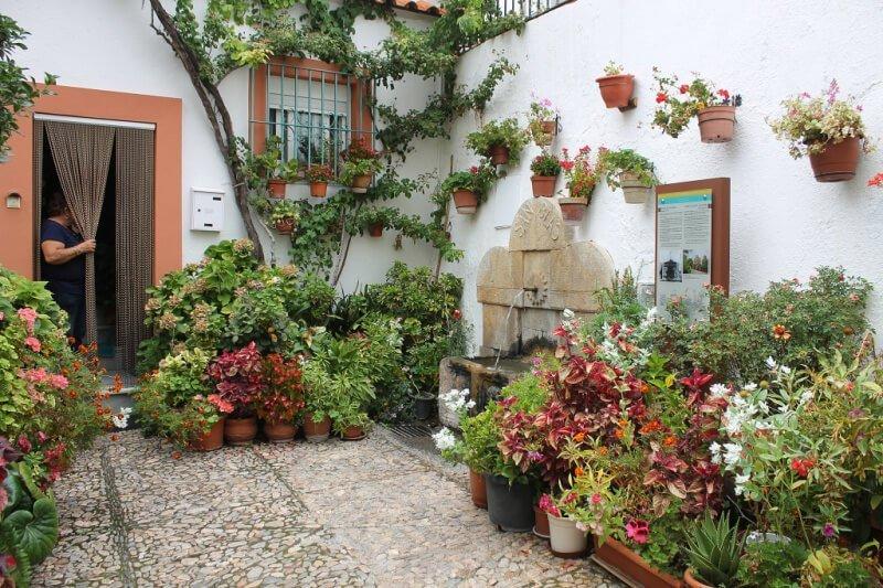 Floridos patios en Laujar de Andarax, lista de pueblos más bonitos de Almería