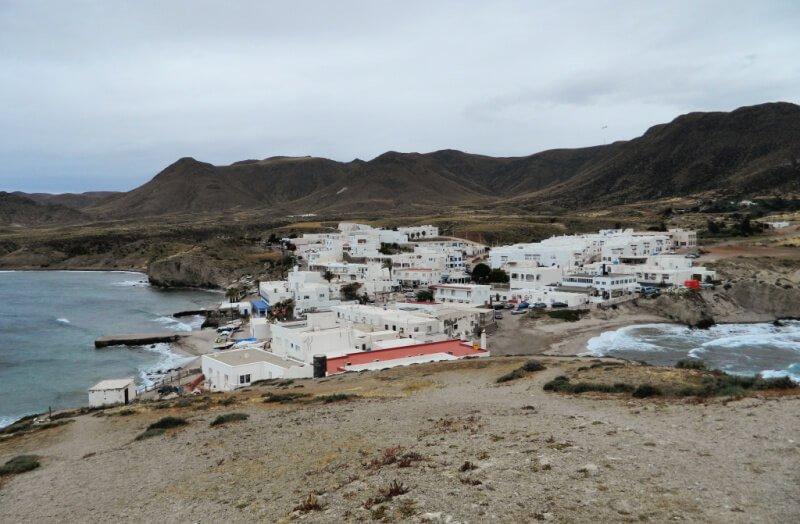 Isleta del Moro partida en dos en oriente