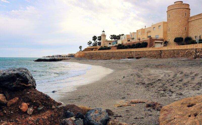 Roquetas de Mar y el Castillo de Santa Ana