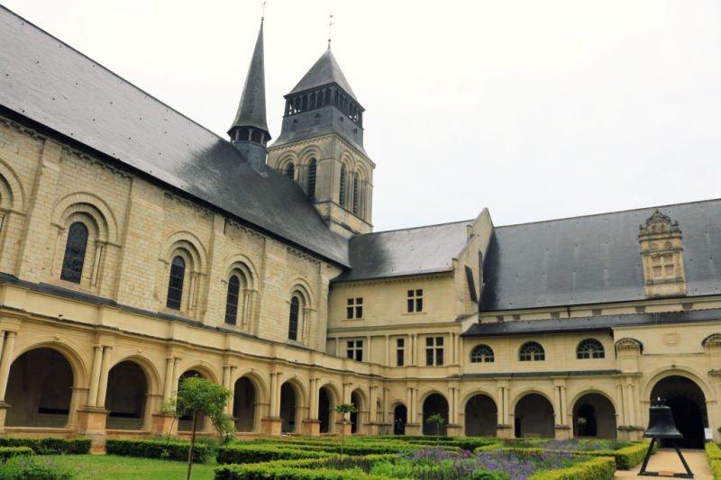 Claustro grande de la abadía Fontevraud