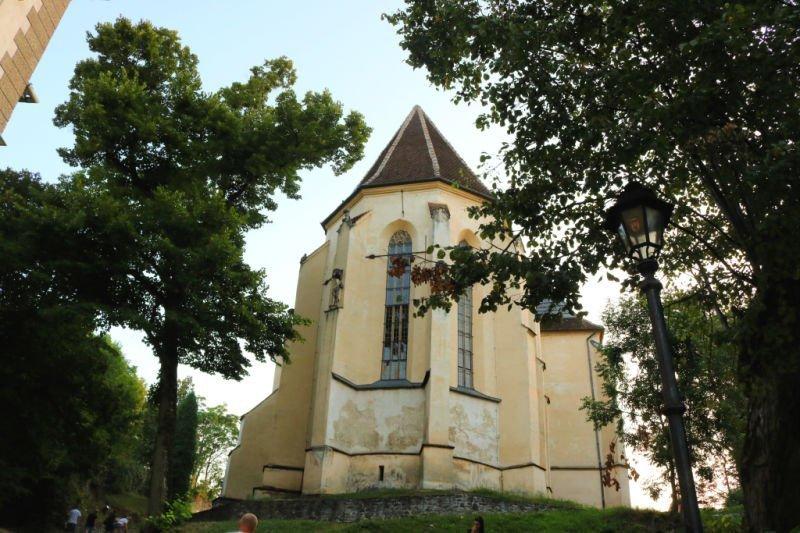 Iglesia de la Colina tras la Escalera de los Estudiantes