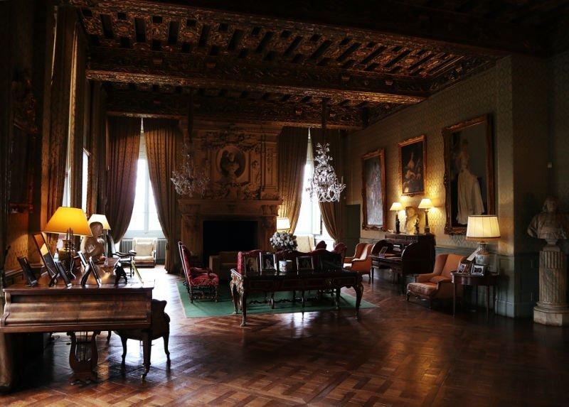 Salón de entrada al castillo
