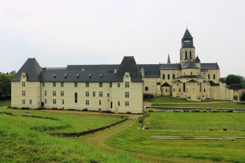 Vistas de la Abadía de Fontevraud en el Loira