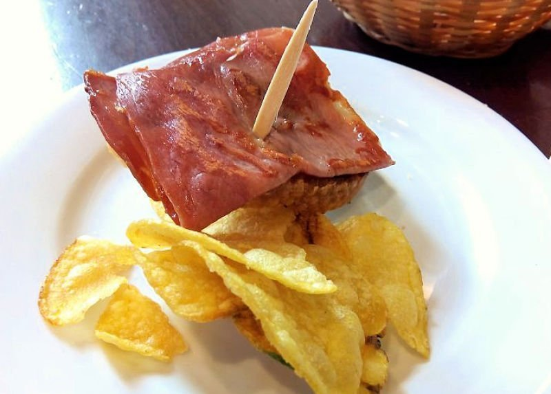 Caballito de jamón en Las Golondrinas - Bares en Sevilla