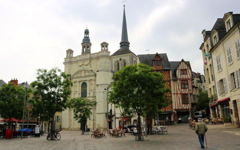 Plaza Saint Pierre en Saumur
