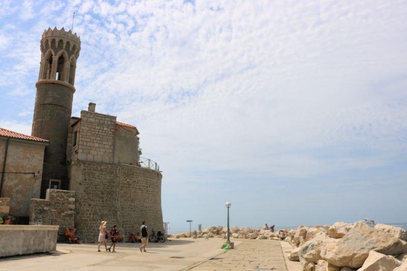 Paseo marítimo y Faro de San Clemente - Qué ver en Piran