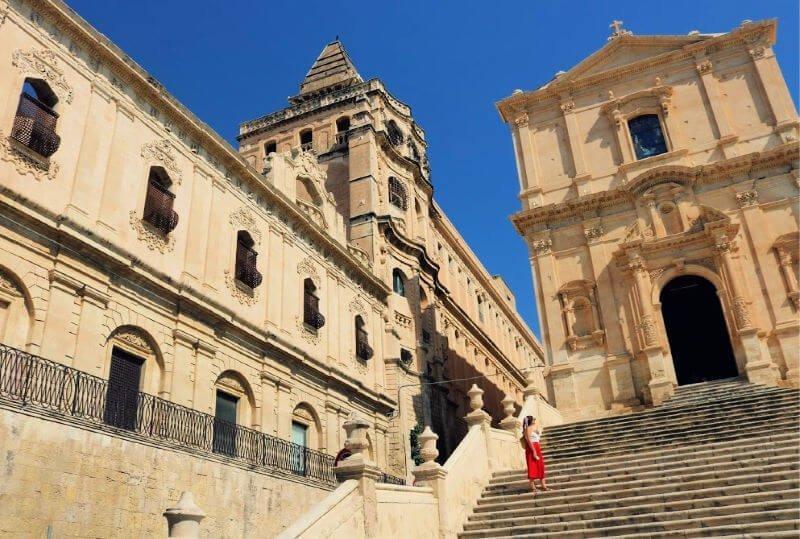 Convento e iglesia barrocos en Noto Sicilia
