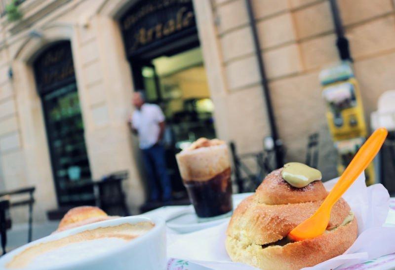 Desayuno siciliano en Cafe Artale Ortigia