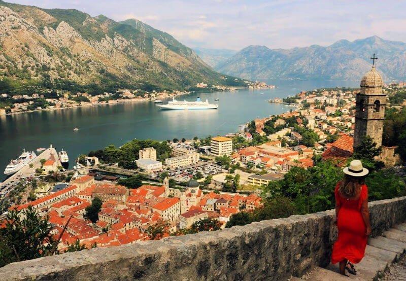 Bahía de Kotor desde la iglesia de la fortaleza
