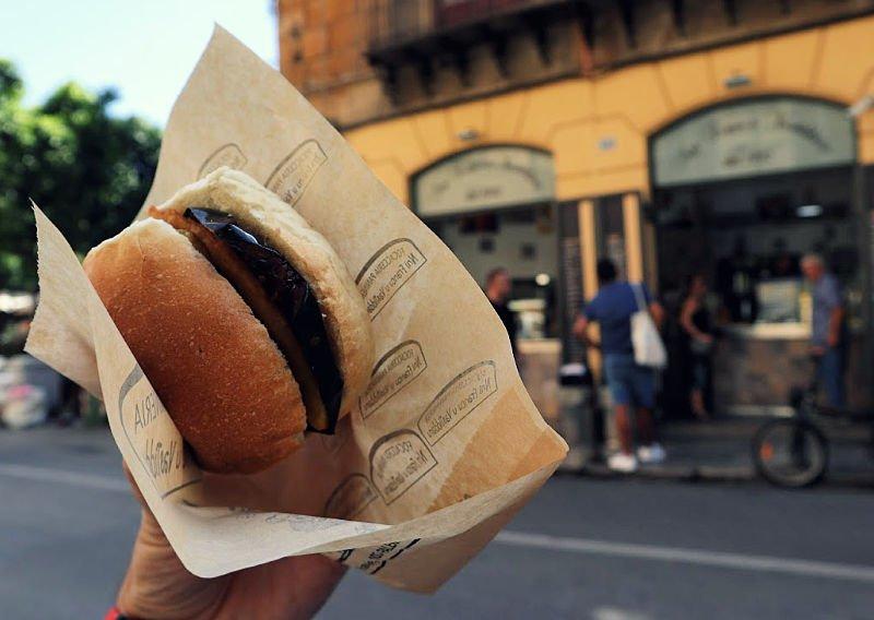 Bocadillo triple de U Vastiddaru - Comer en Palermo
