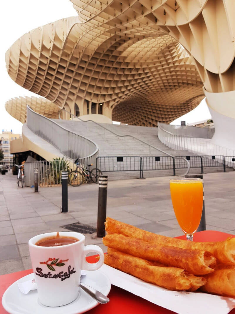Churros con chocolate en Sevilla