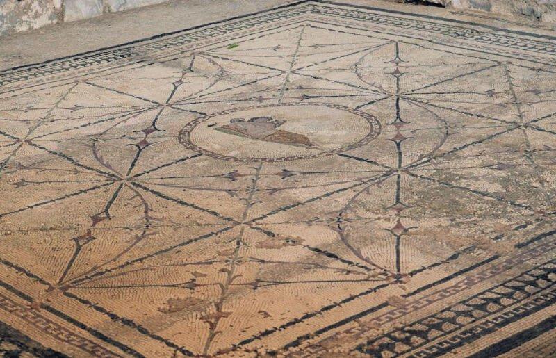 Mosaicos de Risan en la bahía