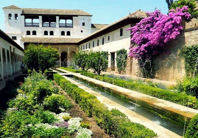 Patio de la Acequia - Jardines del Generalife