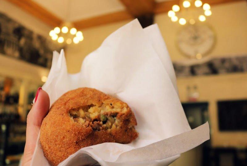 Qué comer en Palermo: Arancini en Touring Cafè